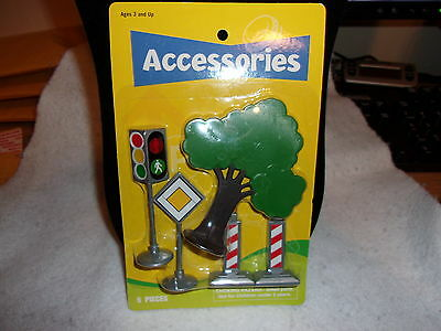 5 Piece Plastic Scenery Set~Tree/Road Blocks/Stop Light/Caution~New In Package!
