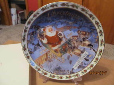 """Avon Holiday Treasure's 2003 """"coming To Town"""" Collector Plate W/stand"""