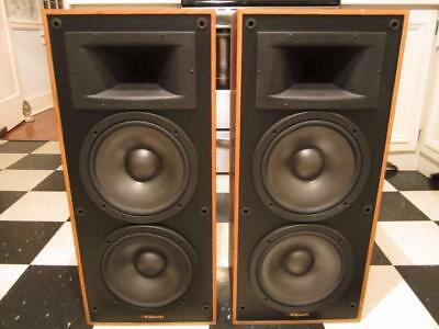 Pair Of Vintage Klipsch KG 4.2 Clear Oak Speakers In Very Good Working Condition