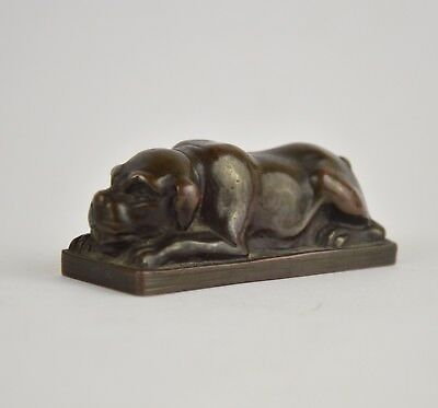 Miniature figurine en bronze patiné le chien bouledogue