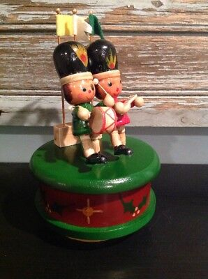 "Vintage rotating Wooden Toy Soldier Music Box - ""Parade of The Wooden Soldiers"""