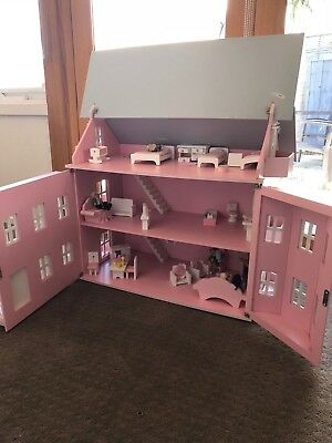 Gorgeous Fully Furnished Family Doll House Wooden Furniture & Dolls