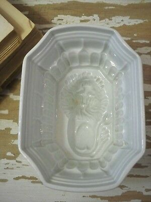 VINTAGE Shabby FARMHOUSE Chic WHITE IRONSTONE ~ LION Motif ~ Food MOLD