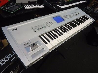 Korg Triton Classic 61-Key 62-Voice Digital Synthesizer Keyboard Workstation