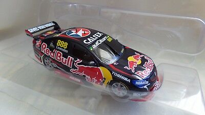 Craig Lowndes Red Bull Racing Holden VF Commodore 2015 - 1:43 scale #888-13