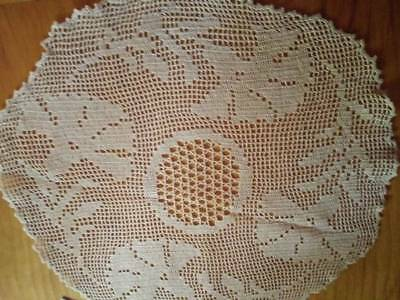 Vintage Filet Hand Crochet ~ 'Carnation' centrepiece ~ Mary Card?