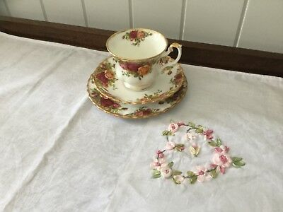 """Royal Albert """"Old Country Roses"""" England - Trio"""