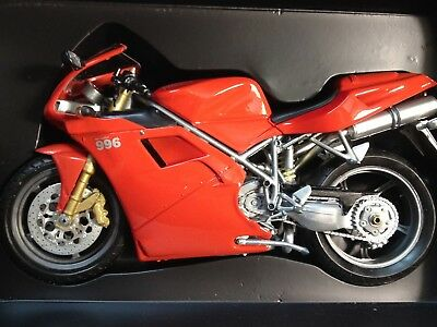 Protar 1/9 Ducati Desmoquattro 996 Biposto Road Bike Red Diecast Model 10430