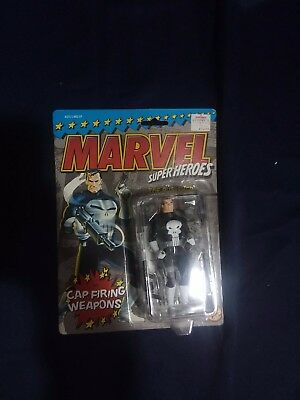 Toy Biz Marvel Super Heroes The Punisher (Cap Firing Weapons) Action Figure 4.75
