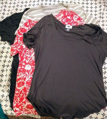 Lot of 4 pre-owned Old Navy Women's Tees Size Large!