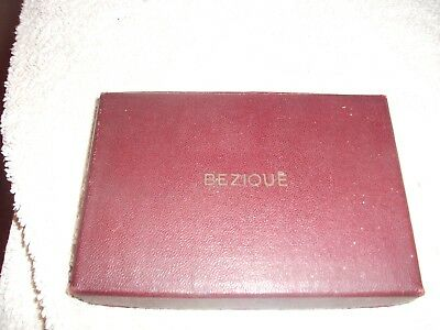 Attractive boxed set of antique Bezique playing cards (1933) horseracing theme