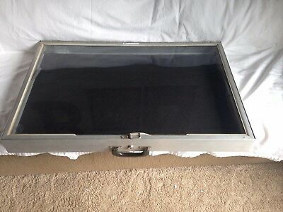 "Locking Aluminum Table Top Display Case 22"" x 34"" x 3"""