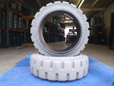 Globestar Forklift Tire 16x5x10-1/2 Non Marking Gray Traction