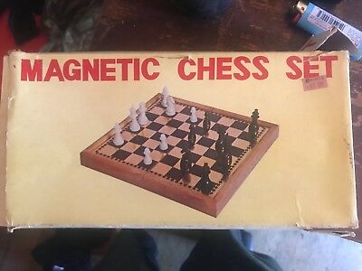 vintage Magnetic chess set Complete Good Condition