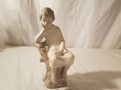 """Retired lladro Lady sitting on Tree, Called """"The Thinker""""  Lladro 8.5"""" Tall"""