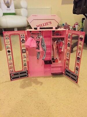 Barbie Carry Wardrobe With Dolls