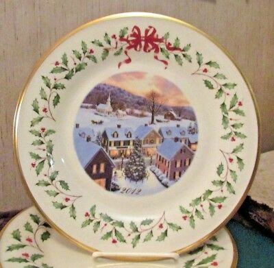 """BEAUTIFUL LENOX CHINA ANNUAL HOLIDAY COLLECTOR PLATE """"2012"""" 22nd IN SERIES"""