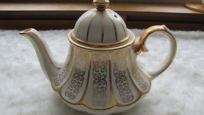 Unusual Sadler Teapot gold pattern