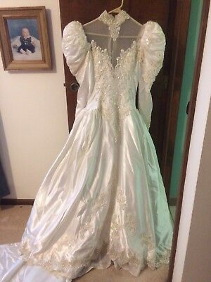 VTG 80's Wedding Dress,Puffy Sleeves,Train- Sz unknown, Ivory.