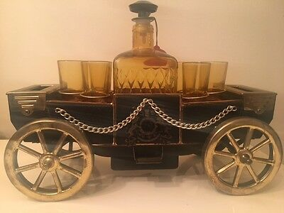 VINTAGE, 1960,s,DECANTER & 6 X GLASSES,  BLACK & GOLD MUSICAL CARRIAGE, MAN CAVE