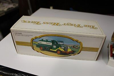 NM 1983 FIRST HESS TRUCK SUPER CLEAN IN BOX Works Good SEE MY PICTURES