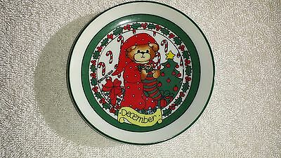 Lucy and Me, Miniature Decorative Plate, Monthly Collection, December, Christmas