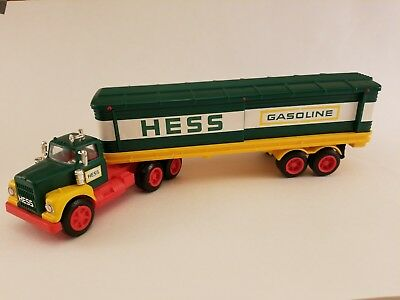 Vintage 1976 Hess Tractor Trailer -Great Condition In Box With Inserts