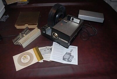 Sawyer Rotomatic 707 AQ Automatic Focus Slide Projector, with Accessories