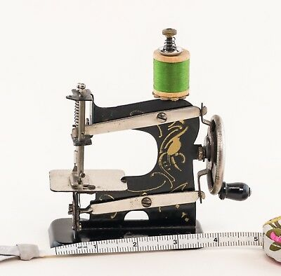 Little Plank toy sewing machine made in Nuremberg/Germany 1924-1932