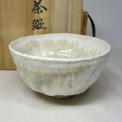 B898: Japanese pottery tea bowl of good style of glaze and good taste with box