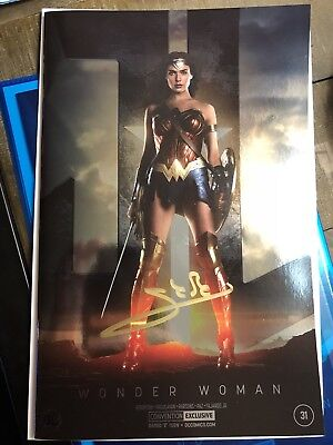 Gal Gadot Signed Wonder Woman #31 NYCC Convention Photo Edition CBCS SS Eligib