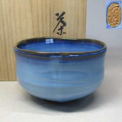 B926: Japanese pottery tea bowl of good style of blue glaze with box