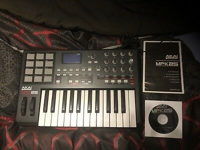 Akai Mpk 25 USB Midi Keyboard Had Not Much Use  Exelent Condition