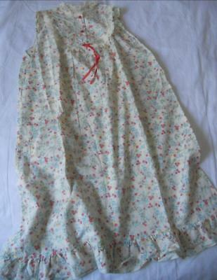 Vintage 1960's Ladies Cotton Nightie Tiny Red Flowers Print Lace Trim Yoke16