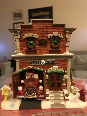 Warner Bros Scooby Doo Lighted Village Collection Firestation 1999 Christmas