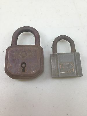 VINTAGE OLD CHICAGO LOCK COMPANY PADLOCK one with house on it no name