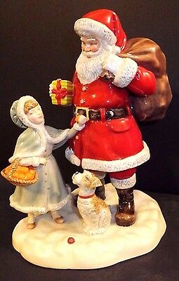 Royal Doulton A Gift for Santa HN 5733 Christmas 2015 Figurine of the Year New
