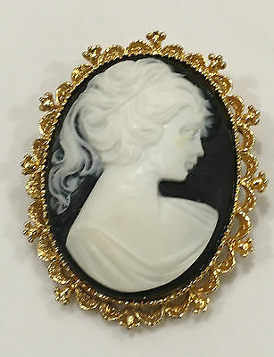 Vtg Gerry's Gold Tone Oval Scalloped Ornate Frame White Cameo Black  Pin Brooch