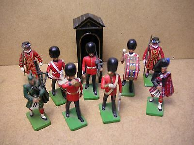 Zinnfiguren vollplastisch London Tower Palastwache Musikkorps W Britains England