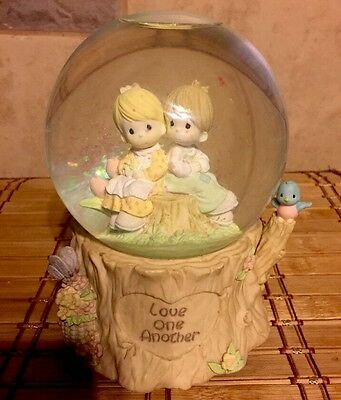 Precious Moments Enesco Love One Another Musical Snow / Water Globe 1998