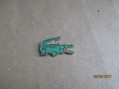 13-01 - LACOSTE pin  - crocodile 2,4 cm - badge - pinback - pins