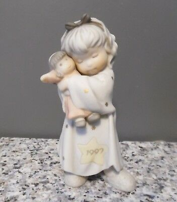 1997 Kim Anderson Pretty as a Picture Holiday Hugs & Kisses Figurine 284513