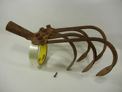 Antique / Vintage 5 Tine Hand Cultivator/Farm/Garden Tool No Handle with nail