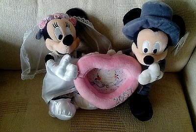 New Disney Store Wedding Mickey And Minnie Mouse with Heart Shaped Frame 2007