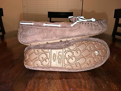fe5d6dd51e0 UGG AUSTRALIA MANDIE Moccasin Slippers Size 6 Stout S/N 1003799