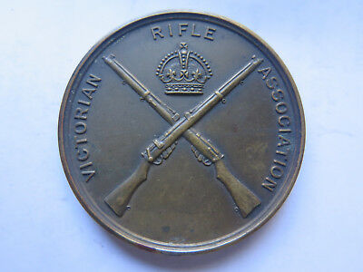 VICTORIAN RIFLE ASSOCIATION MEDAL CROSSED .303 RIFLES & KINGS CROWN ABOVE c1915
