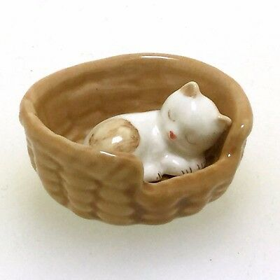 Hand Painted Miniatures Collectible  Porcelain Kitten Cat Sleeping FIGURINE