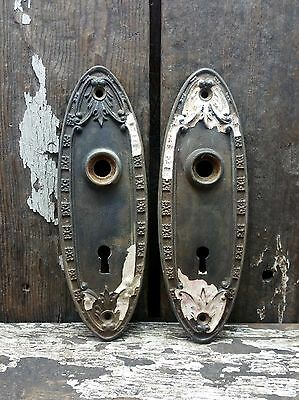 """2 VTG Old ORNATE Rustic Cast Iron OBLONG Door Knob Keyhole Backplate 7 1/8"""" TALL"""