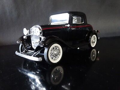 Road Signature 1932 Ford Model A 3-Window Coupe 1:24 Scale Diecast '32 Car