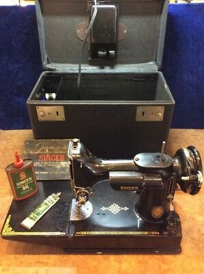 Vintage - Singer (3-120) The Featherweight - Electrical Needle - Sewing Machine